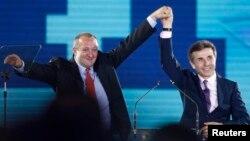 Arxiv foto: Gürcüstanın yeni seçilən prezidenti Giorgi Margvelashvili (solda) və Baş naziri Bidzina İvanishvili. 19 sentyabr 2013
