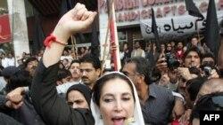 Бхутто призывает пакистанских журналистов сопротивляться диктатуре
