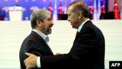 رجب طیب اردوغان (راست) در کنار خالد مشعل