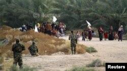 عائلات من جرف الصخر تستسلم للقوات العراقية بعد دخولها الى المنطقة