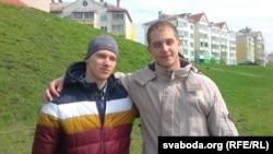 Сябры Дзьмітрыя Сталярова Аляксандар і Глеб (справа)