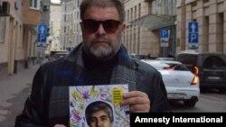 Российский рок-музыкант Борис Гребенщиков поддержал кампанию Amnesty International по освобождению Мухаммада Бекжана, когда политузник находился еще в тюрьме.