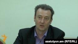 Мартин Дольцер на пресс-конференции в Ереване, 18 мая 2016 г.