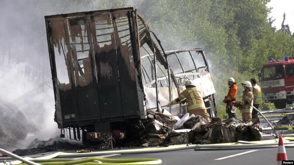 Баварияда туристтик автобус кырсыкка учурап өрттөнүп кетти