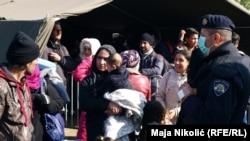 Сербия менен Хорватиянын ортосунда турган мигранттар