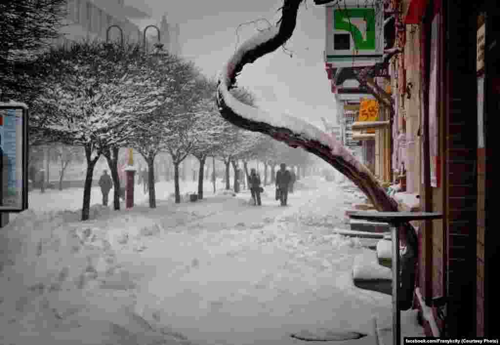 Так днює у снігах Івано-Франківськ