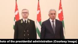 Президент Абхазии Рауль Хаджимба принял верительные грамоты от нового посла РФ Алексея Двинянина