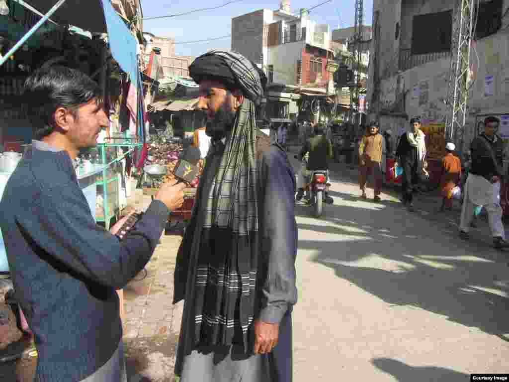 Radio Mashaal correspondent Umar Daraz Wazir, conducting an interview in Bannu, Pakistan. October 2014