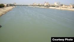 نهر دجلة في الافق جسر السنك في بغداد