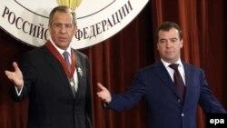 Дмитрий Медведев (справа) и Сергей Лавров