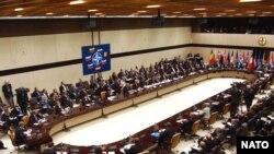 Главным вопросом повестки дня совещания станет подготовка проведения 4 декабря в Брюсселе заседания совета Россия-НАТО на уровне министров иностранных дел