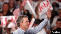 Жеб Буш Маямидаги учрашув пайтида.