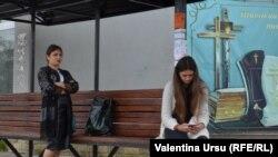 Oameni și case la Căușeni într-un sfârșit de săptămână