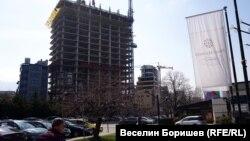 """Строежът на небостъргача """"Златен век"""" бе спрян след разкритията около евтините апартаметни на високопоставени представители на ГЕРБ"""