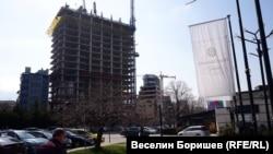 """Изграждащият се и в момента небостъргач """"Златен век"""" в София."""