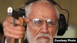 آیتالله حائری شیرازی، از اعضای هیئت مدیره فدراسیون تیراندازی است