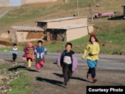 Дети в узбекском кишлаке. Иллюстративное фото.