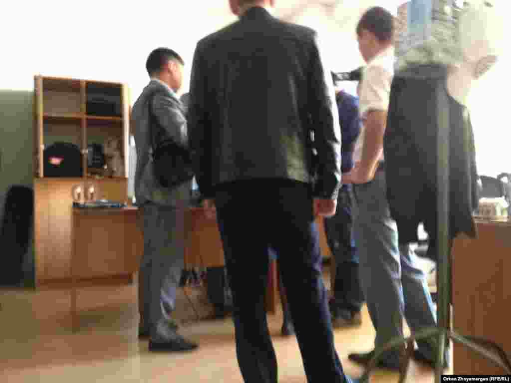 В редакции оппозиционного интернет-канала «16/12» в Астане 9 июня сотрудники финансовой полиции провели обыск. Интернет-канал «16/12» - одно из немногих оставшихся оппозиционных СМИ в Казахстане. В прошлом году в Алматы обыск провели в частной телестудии «Ракурс», готовящей телепрограммы для канала «16/12».