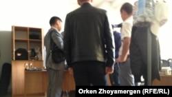 Обыск в редакции интернет-канала «16/12» в Астане. 9 июня 2014 года.