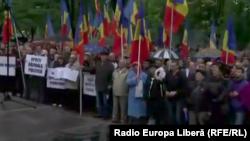 Protest în fața Parlamentului de la Chișinău, 14 mai 2017