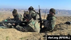 Աֆղանստանի բանաի զինծառայողները երկրի հյուսիսում մարտական գործողությունների ժամանակ, դեկտեմբեր, 2015թ․