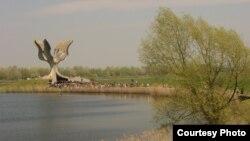 Монумент жертвам концлагеря Ясеновац в Хорватии