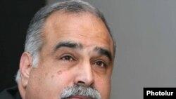 Րաֆֆի Հովհաննիսյանը մամուլի ասուլիսում: 2-ը հոկտեմբերի, 2009թ.
