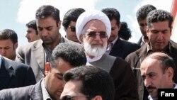 آقاى كروبى در نخستين بيانيه هاى خود پس از برگزارى انتخابات، معرفى محمود احمدى نژاد به عنوان رييس دولت دهم را رد كرد و گفت كه نتيجه اين انتخابات را به رسميت نمى شناسد.