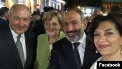 Армения - (слева направо) президент Армении Армен Саркисян, канцлер Германии Ангела Меркель, премьер-министр Армении Никол Пашинян и его супруга Анна Акопян, Ереван, 24 августа 2018 г.