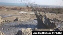 Azərbaycanda palçıq vulkanı (arxiv fotosu), 30apr2013