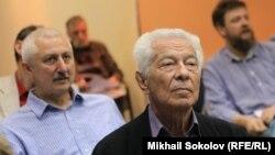 Академики РАН Александр Молдован и Аполлон Давидсон (справа)