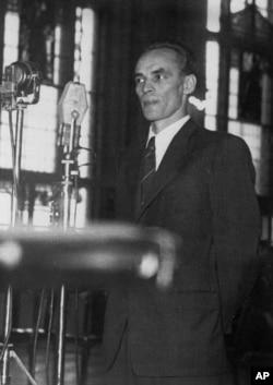 Laszlo Rajk, tatăl, în deschiderea procesului orchestrat de colegii lui comuniști în 1949