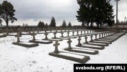 На вайсковых могілках. Магілы польскіх жаўнераў