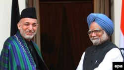 Индискиот премиер Манмохан Синг и авганистанскиот претседател Хамир Карзаи