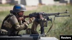 Казахстанский военнослужащий из Казбрига на тактических учениях «Степной орел».