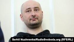 Бабченко извинился перед женой, друзьями и коллегами за то, что им пришлось пережить