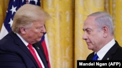 АҚШ президенті Дональд Трамп (сол жақта) және Израиль премьер-министрі Биньямин Нетаньяху.