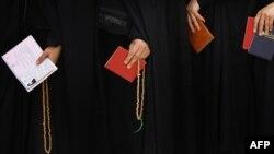 شماری از شهروندان زن در صف رایگیری انتخابات ریاست جمهوری سال ۸۸، شهر قم