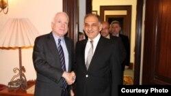 السناتور جون ماكين مع نائب رئيس الوزراء صالح المطلك - بغداد كانون الثاني 2014