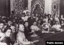 تصویری از کنگره «رنجبران شرق» که در باکو تشکیل شد.