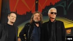 Anëtarët e rock-bendit britanik Led Zeppelin, John Paul Jones, Robert Plant dhe Jimmy Page (nga e majta në të djathtë)