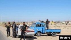 Luftëtarët fisnorë në mbrojtje nga sulmet e militantëve të Shtetit Islamik në provincën Anbar