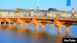 Мост в парке отдыха в городе Ургенче.