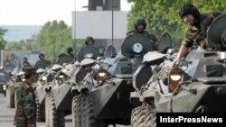Тбилиси пока ограничивается демонстрацией своей укрепившейся армии на парадах