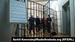 Вхід на виставку оформлений у вигляді тюремних ґрат