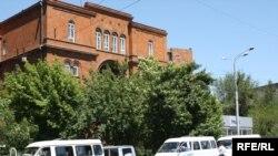 Հայաստան -- Գյումրիից ուղեւորներ տեղափոխած միկրոավտոբուսները Երեւանում, 31-ը մայիսի, 2009 թ.