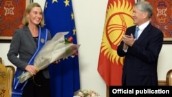 EU foreign policy chief Federica Mogherini (left) meets outgoing Kyrgyz President Almazbek Atambaev in Bishkek on November 9.
