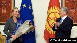 Federica Mogherini și Almazbek Atambaev