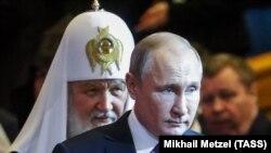 Patriarhul Bisericii Ruse urmează ca o umbră politica liderului de la Kremlin