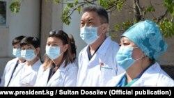 Медики в одной из больниц Кыргызстана. Иллюстративное фото.